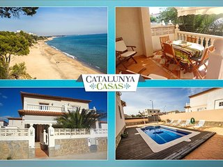Modern Miami Platja villa with 3 bedrooms for 7 guests, a 5-minute walk from