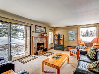 Ski in and out of this condo with pool and hot tub access - walk to lifts!
