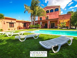 Alluring Villa Cabre Vinyols for up to 14 people in Costa Dorada!