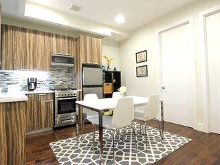 Luxe 3 Bedroom Duplex near A/C Subways