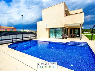 Spectacular 4-bedroom villa in Riudellots, just 10km from Girona!