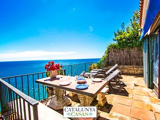 Catalunya Casas: Mamma Mia oceanfront house in Calella for 7 people, on the