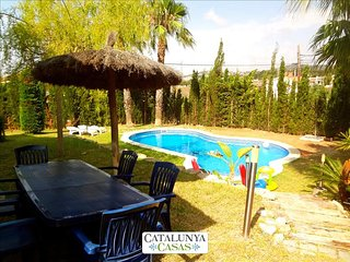Casa Cunit for 8 guests,  just 5 minutes from the glimmering Mediterranean Sea