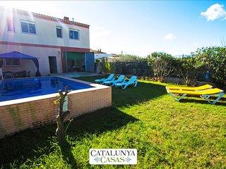 Villa del Sol for 7 in Deltebre, Tarragona, only 5km from the beaches of Costa, Bitem