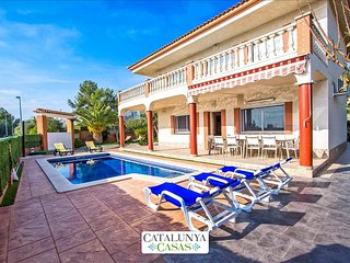 Villa Jubilee in Cubelles for 14 guests, only 1.5km from the beach!