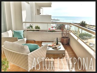Astor Estepona: Lux 2BD, Frontline Marina, Pool, WiFi, Private Parking