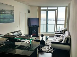 Amazing Waterfront View Modern Suite Downtown Toronto HarbourFront