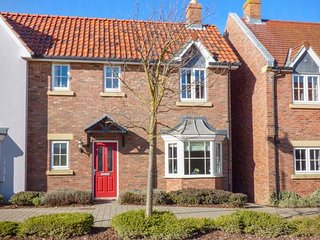 HECTOR'S HOUSE, end-terrace, on-site facilities, WiFi near Filey, Ref 951290