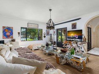 Luxury  6 Bedrooms + 5 Bathrooms - Villa Tiara