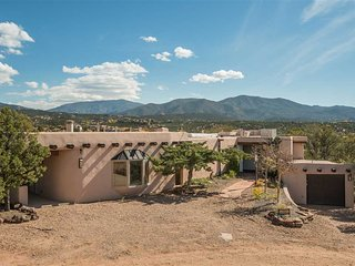Two Casitas - La Loma Vista- Majestic Views, Spacious Home