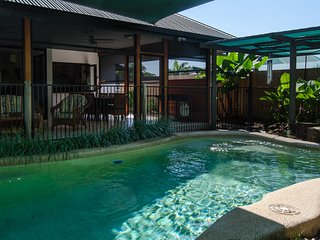 Harbour Haven - 4 bedrooms, pool, built for tropical living., Trinity Beach