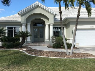 Waterfront/Canal with pool/spa/boat lift/1 story, Punta Gorda