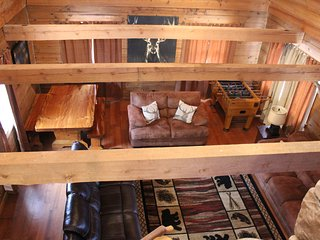 Lake View Hike to LakeSecluded 2mi to SDC Beautiful Log Cabin Retreat Sleeps 12, Indian Point
