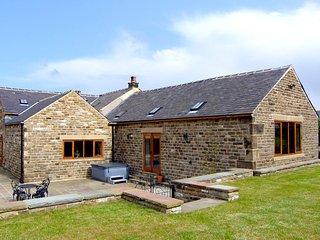 THE OLD ROBIN HOOD, Grade II listed detached cottage, hot tub, woodburner, famil