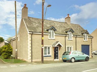 THE OLD NAG'S HEAD, detached, en-suite, multi-fuel stove, parking, patio, in