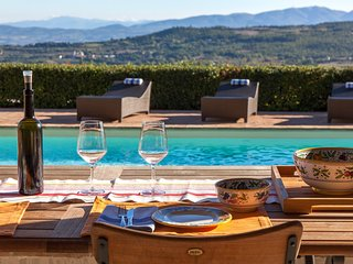 VILLA SAN VALENTINO, amazing views, pool, A/C