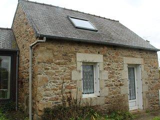 Petit et grand nid breton pres du trieux