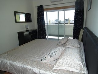 Lovely 1 Bedroom Apartment Close To Beach And Town Sleeps Up To 4 with POOL