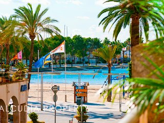 Modern apartment 50 meters from the sandy beach of Puerto Alcudia for 6 persons, Port d'Alcudia
