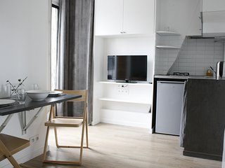 Lovely tiny apartment in Paris