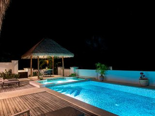*INCREDIBLE RATES* - Luxury 4 Bedroom Villa with Private Pool ~ Pinney's Beach