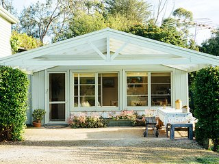 Proserpine Cottage - Farm Stay Bed and Breakfast