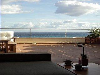 Ático con piscina, terraza, Vistas sobre el mar y Wifi, Llanca
