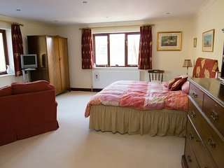Spacious Double Room with En Suite in stunning country house
