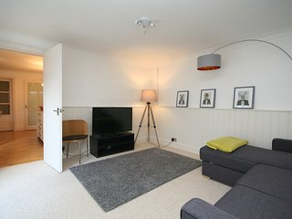 Spacious and comfortable apartment within walking distance of the town centre, Cheltenham