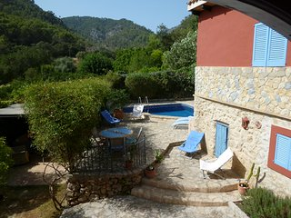 Character cottage in Alaro with garden, pool and mountain views