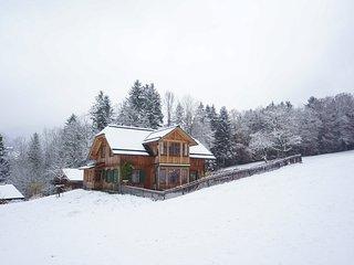 Helles, grosses, neues Holzhaus, Panoramablick, Skigebiet und See 5 Minuten.