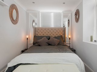 LUXURIOUS splitlevel private garden Sleeps 4 Brighton/Hove
