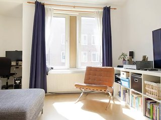 Cozy apartment in popular area, Amsterdã