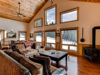 Chessetts Lodge - Brand New Private Custom Lodge with Hot Tub/Pool Table/Sauna -, Alma