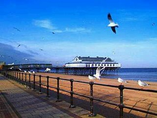 CLEETHORPES 1ST FLOOR SELF-CONTAINED HOLIDAY APARTMENT, CLOSE TO BEACH AND SHOPS