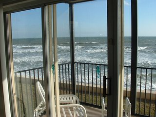 OCEANFRONT, 2BD/2BA, 2nd flr condo, mere steps from pool & ocean, Satellite Beach