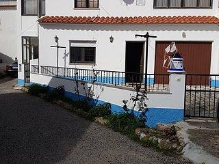 Casa espacosa, cheia de luz a 1 km da praia de Sao Lourenco perto da ericeira.