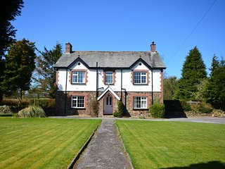 FOWLE House in Okehampton, Fowley Cross