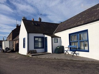 AN48M Cottage in Montrose