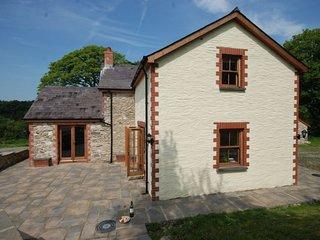 LLWYD Cottage in Newcastle Eml