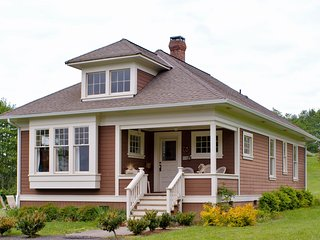 Port Gamble Cottage-100 yds to Beach & Puget Sound