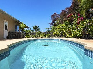 LUXURY 3 BEDROOM 3 BATH HOME, PANORAMIC OCEAN VIEWS, POOL/BBQ GAZEBO AC/WIFI