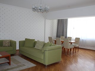 Fully furnished 4 room apartment with top view