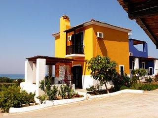 ILIS VILLAS, Olenos (yellow maizonette)