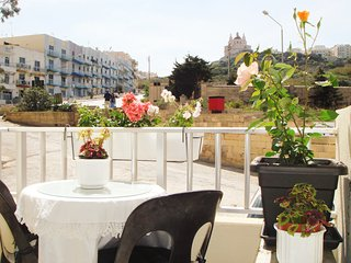 Close to beach Romantic Sunny Spacious apartment 3 balconies garden & views Wifi