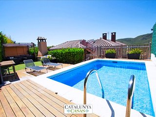 "Stunning mountain views Villa in ""El Vendrell"" for 8 people!"