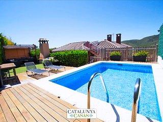 "Stunning mountain views Villa in ""El Vendrell"" for 8 people!, Costa Dorada"