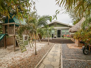 Fun Urban Oasis Bungalow in the Heart ❤ St.Pete