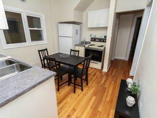 ★ Sunny 2 Bedroom Apartment - Downtown Ottawa ★