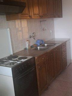 B(3): kitchen